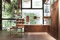 Cheap Home Decor natural wood kitchen with clean minimalist lines and beautiful large windows green view.Cheap Home Decor natural wood kitchen with clean minimalist lines and beautiful large windows green view Japan Design, Küchen Design, Layout Design, Modern Design, Design Ideas, Conception Zen, Le Style Zen, Kitchen Interior, Interior And Exterior