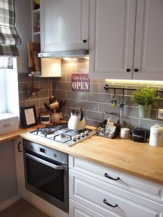 Do You Like Best Inspiring Small Kitchen Design Ideas In Your Home? Shabby Chic Kitchen, Home Decor Kitchen, Kitchen Interior, New Kitchen, Home Kitchens, Kitchen Dining, Küchen Design, Kitchen Tiles, Kitchen Remodel