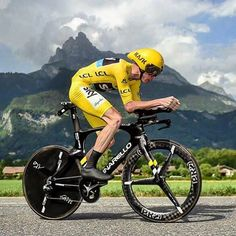 Christopher Froome was the Step today. Christopher Froome était le plus fort aujourd'hui. #ChrisFroome #ChristopherFroome #Froome #YellowJersey #MaillotJaune #MaillotJauneLCL #TDF #TDF16 #TDF2016 #TourDeFrance #TourDeFrance2016 #LeTourDeFrance #LeTourDeFrance2016 #velo #vélo #bike #bicycle #bicicletta #cyclist #cycliste #ciclista #cyclisme #cycling #ciclismo #RadFahren _ 📷 : ASO / A.Broadway