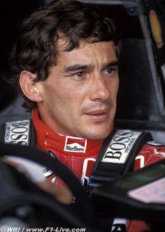 Ayrton Senna, meu eterno ídolo; não era apenas um campeão nas pistas, mas um campeão na vida, mesmo que tenha sido tão breve.