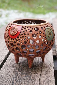 Magická spirála... Ceramic Lantern, Ceramic Light, Ceramic Boxes, Ceramic Clay, Pottery Pots, Ceramic Pottery, Pottery Handbuilding, Clay Fairies, Clay Tiles