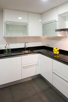 Decoración de cocinas pequeñas y modernas Kitchen Room Design, Kitchen Cabinet Design, Modern Kitchen Design, Home Decor Kitchen, Interior Design Kitchen, Kitchen Furniture, Home Kitchens, Kitchen Modular, Modern Kitchen Cabinets