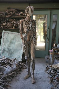 Nagato Iwasaki - a nude made from driftwood. I would really like to work with wood in this way; maybe start off with just limbs?