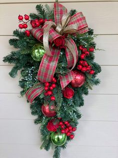 Looking for for ideas for xmas decorations?Navigate here for cool Xmas inspiration.May the season bring you serenity. Christmas Swags, Christmas Door Decorations, Christmas Centerpieces, Outdoor Christmas, Holiday Wreaths, Rustic Christmas, Gold Christmas, Christmas Music, Christmas Carol