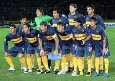 Éste es el uniforme de los Boca Juniors. Los colores son azul marinero y el color de oro.