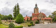 Polska - zamek Czocha. Twierdza została wzniesiona w XIII wieku na Dolnym Śląsku. Historia zamku Czocha przyprawia o gęsią skórkę! Nocami po komnatach słychać płacz dziecka, a po krużgankach snuje się zjawa Białej Damy.
