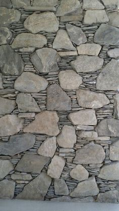 Stonework on renovated mid-century modern house. Dry Stone, Brick And Stone, Stone Work, Stone Walls, Stone Masonry, Stone Veneer, Masonry Work, River Rock Fireplaces, Stone Wall Design