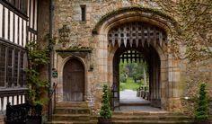 Anne Boleyn's Bedroom and Prayer Books - Hever Castle