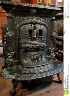 Antique Cast Iron Stove crazy-for-cast-iron Antique Cast Iron Stove, Antique Stove, Alter Herd, Objets Antiques, Design Retro, Old Stove, Vintage Stoves, Deco Originale, Stove Fireplace