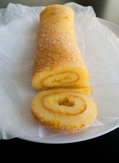 Portuguese Orange Roll - very few ingredients and no flour at all. It might sound strange but this specific kind of roll doesn't need it, it is a rather common dessert in Portugal. It is fresh and light. Köstliche Desserts, Delicious Desserts, Dessert Recipes, Yummy Food, Alcoholic Desserts, Strawberry Desserts, Healthy Food, Plated Desserts, Portuguese Desserts