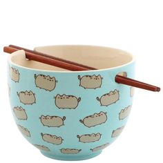 Pusheen brings brightness and chuckles to millions of followers in her rapidly growing online fan base. This rice bowl with chopsticks set features a cute Pushe