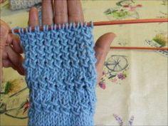 Il punto mezza tela, adatto a molti lavori e a lana di varia grossezza. Un bel punto. La maglia di Sara. Free Crochet, Knit Crochet, Knitting Patterns, Crochet Patterns, O Bag, Booties Crochet, Fingerless Gloves, Arm Warmers, Free Pattern