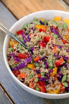 This beautiful veggie-packed quinoa salad screams Summer! A bowl of this gluten-free goodness is under 350 calories, offering 13 grams of protein and seven grams of fiber. Quinoa Salad Recipes, Lunch Recipes, Healthy Dinner Recipes, Vegan Recipes, Healthy Dinners, Breakfast Recipes, Sandwich Recipes, Delicious Recipes, Cookie Recipes