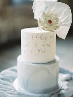 """When I follow my heart, it leads me to you"" calligraphy on modern marbled wedding cake 