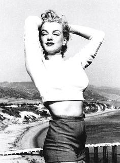 Bildergebnis für Marilyn Monroe photographed by JR Eyerman while taking lessons with the acting coach Natasha Lytess, 1948