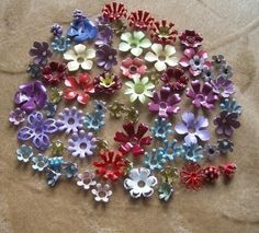 60 plus vintage, enameled metal flower beads in assorted sizes,varieties and colors. Tin Can Flowers, Metal Flowers, Beaded Flowers, Tin Can Crafts, Diy Crafts, Reduce Reuse Recycle, Beautiful Flowers, Christmas Wreaths, Projects To Try