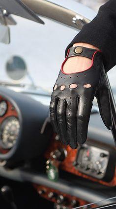 Dents -                                                        Black Driving Glove