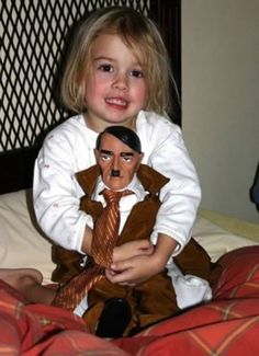 Totally Inappropriate and Creepy Toys For Kids - Jouets vintage - Humor Trauma, Creepy Toys, Weird Toys, Funny Memes, Hilarious, Parenting Fail, Humor, Kids Toys, Children's Toys