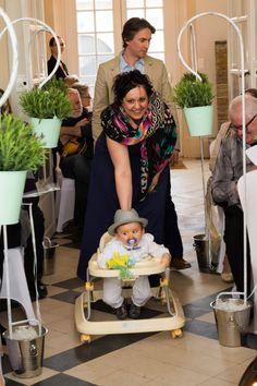 Entrée des parents et du petits à la cérémonie du BABY DAY
