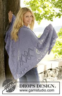 """Knitted DROPS shawl in garter st with lace pattern and star pattern in """"BabyAlpaca Silk"""". ~ DROPS Design"""