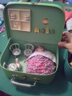 DIY doll house by using a shoebox - There are different methods of making doll houses using different material. The easiest is to make a DIY doll house by using shoebox. These doll house. Bean would luv this & do a car garage 4 a boy Great idea for my gra Doll Furniture, Dollhouse Furniture, Diy Dollhouse, Dollhouse Miniatures, Diy For Kids, Crafts For Kids, Waldorf Dolls, Miniture Things, Diy Toys