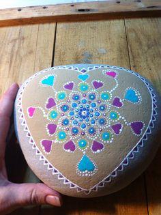 Love Mandala Stone the hearts are perfect. Mandala Painting, Pebble Painting, Dot Painting, Pebble Art, Stone Painting, Mandala Dots, Mandala Design, Mandala Painted Rocks, Painted Stones
