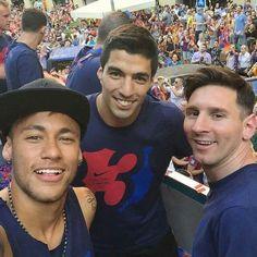 Messi, Neymar and Suarez - FC Barcelona Neymar Barcelona, Barcelona Players, Barcelona Soccer, Lionel Messi, Messi 10, Neymar Jr, Messi Neymar Suarez, Soccer Boys, Soccer Stars