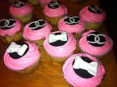Chanel and bow cupcakes for my birthday party. Bow Cupcakes, Turning 20, 20th Birthday, Cake Decorating, Chanel, Baking, Party, Desserts, Handmade