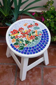 Mosaic Birdbath, Mosaic Tray, Mosaic Garden Art, Mosaic Tile Art, Mosaic Pots, Mosaic Birds, Mosaic Flowers, Mosaic Crafts, Mosaic Projects