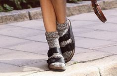 Ideas How To Wear Birkenstock With Socks Outfit sandals outfit with socks Ideas How To Wear Birkenstock With Socks Outfit Birkenstock Outfit, Birkenstock With Socks, Sock Shoes, Cute Shoes, Me Too Shoes, Socks Outfit, Sandals Outfit, Socks And Sandals, Flats