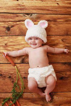 What an adorable idea for baby Easter photos!