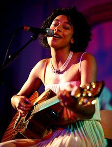 Corrine Bailey Rae ... oh so pretty :)