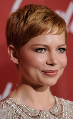 19 Gorgeous Short Hairstyles: Michelle Williams With Short, Red Hair