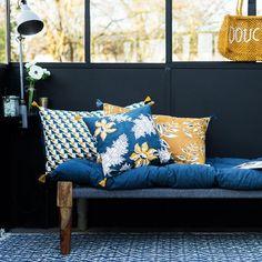 Jamini, la marque de lifestyle franco-indienne, poursuit son aventure en restant fidèle à sa marque de fabrique d'origine : revendiquer le beau et l'artisanal à travers une gamme d'objets de décoration et d'accessoires mode aux doux accents indiens.