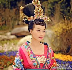 The Empress of China 武则天 Wu Zetian cast Fan Bingbing (in the titular role from the energetic, playful younger version Wu Mei Niang to Traditional Fashion, Traditional Outfits, Traditional Chinese, Wu Zetian, The Empress Of China, Imperial Fashion, Fan Bingbing, Oriental Fashion, Chinese Fashion