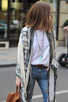 Boho style, white t-shirt, jeans, foulard, kimono Estilo Hippie Chic, Hippie Style, Bohemian Style, Boho Chic, Bohemian Fashion, Bohemian Outfit, Vintage Bohemian, Boho Gypsy, Looks Street Style