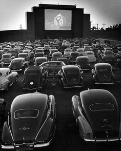 Drive-In Theater at San Fransisco by Allan Grant.I miss the drive-in movie theater that used to be near our home. Vintage Versace, Vintage Dior, Vintage Vogue, Vintage Cars, Vintage Movies, Antique Cars, Drive In Movie Theater, Movie Drive, Retro Vintage