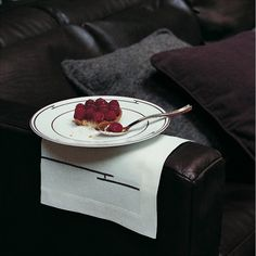 Raspberry tart in Hermès Rythme Rouge service.  Photo: Aude Vincent