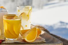 Varm epledrikk med vanilje og kanel Denne drikken minner litt om gløgg, men er lysere, lettere, kort sagt – mer vårlig! Pint Glass, Pudding, Beer, Tableware, Desserts, Pictures, Ale, Dinnerware, Custard Pudding