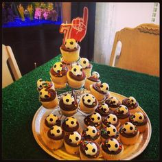 Soccer cupcakes at a Sports Party #sportsparty #cupcakes