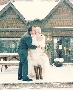 This cold weather couple: | 38 Couples Who Absolutely Nailed Their Winter Wedding