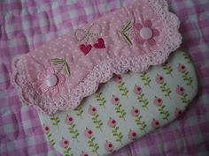 Lila Lavendel Porta Lingerie, Kam Snaps, Shabby, Key Covers, Rose Cottage, Couture, Pouches, Bag Making, Hand Embroidery
