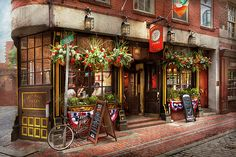Boston, MA - The Green Dragon. A local favorite in this town, an Irish pub where you can simply relax and have a good time. This building was named after another building by the same name. Built in the mid 1700's it housed many of the important events that happened in the past, one of which is the Boston tea party. #savad #boston #greendragon