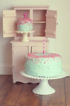 @Dana Shaffer This is what I want for Ainsley! But with white icing and pink sparkle!