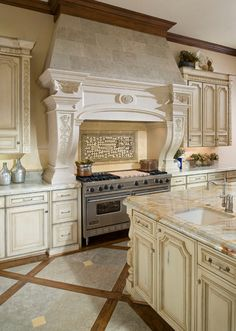 23 Stunning Traditional Kitchen Decorating Ideas – Famous Last Words Old World Kitchens, Luxury Kitchens, Home Kitchens, Tuscan Kitchens, Dream Kitchens, Kitchen Decorating, Decorating Ideas, Decor Ideas, Classic Kitchen