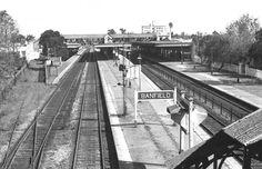 Estación Banfield, FFCC Gral. Roca, año 1978, foto Marcelo Arcas Railroad Tracks, Buenos Aires, Parking Lot, Pictures, Train Tracks