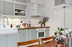 Home Decor Kitchen, Kitchen Interior, Home Kitchens, Kitchen Dining, Kitchen Cabinets, Great Interior Design Challenge, Interior Design Living Room, Interior Decorating, Interior Design Plants