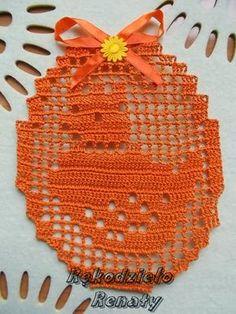 Pogoda u mnie zapowiadająca wiosnę...i niech tak zostanie. Zaczynam więc robótki w temacie Wielkanocy na dobre i tak na początek kilka drobi... Easter Crochet, Crochet Baby, Vegetarian Recipes Dinner, Dinner Recipes, Crochet Home Decor, Filet Crochet, Amazing Gardens, Easter Eggs, Sewing Crafts