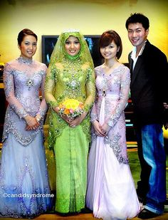 Traditional Brunei songket wedding dress // bride's green, sisters' lavender purple kebaya by Rusly Tjohnardi, Rusly Tjohnardi Atelier #traditional #kebaya #dress #gown #ruslytjohnardi #ruslytjohnardiatelier #green #lavender #purple #songket #brunei