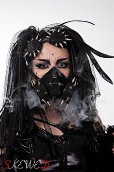 Behind the Mask Cyberpunk Girl, Cyberpunk Fashion, Goth Beauty, Dark Beauty, Alternative Girls, Alternative Fashion, Industrial Goth, Gas Mask Art, Gothic People